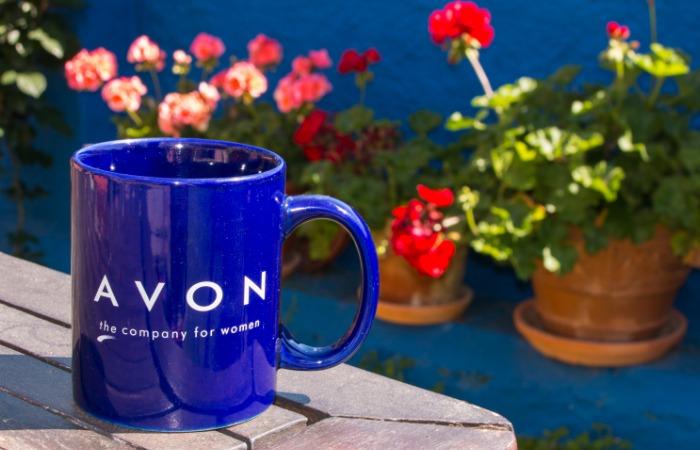 Taza promocional de Avon