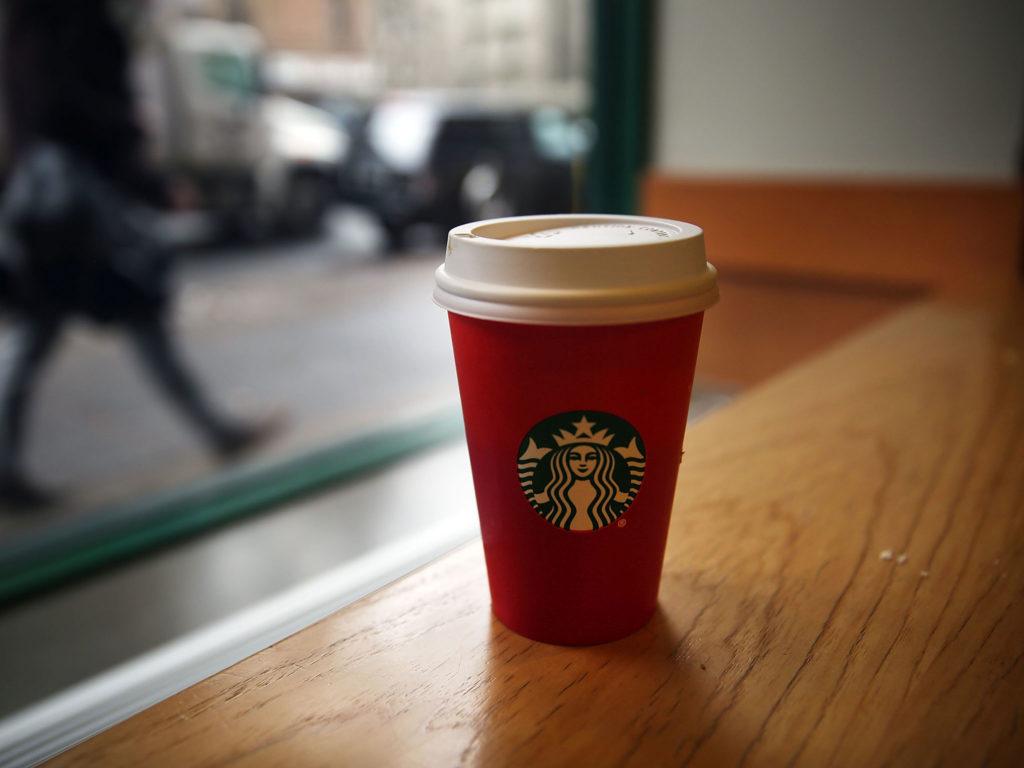 Salir de casa con tu taza take away personalizada te dará satisfacciones... ¡y ahorrarás dinero!