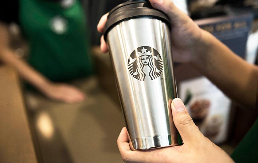De las tazas take away personalizadas a la idea de los 10 millones de euros. Starbucks sigue su cruzada por el medio ambiente