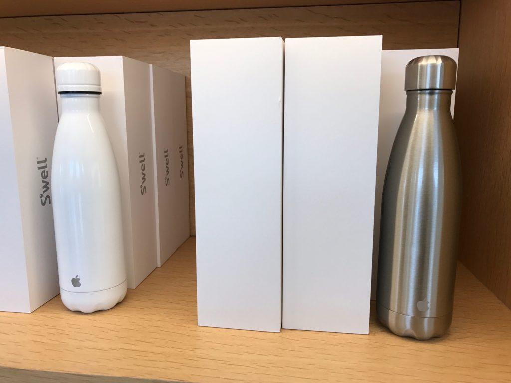 Tazas o botellas personalizadas: ¿cuál es el mejor regalo promocional para mis empleados?