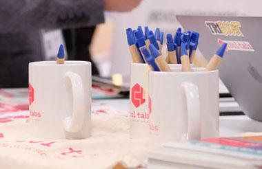 Tazas y regalos publicitarias para el escritorio