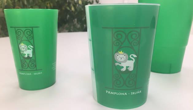 Vasos personalizados reutilizables: ¿Por qué tu ayuntamiento los tiene que regalar?
