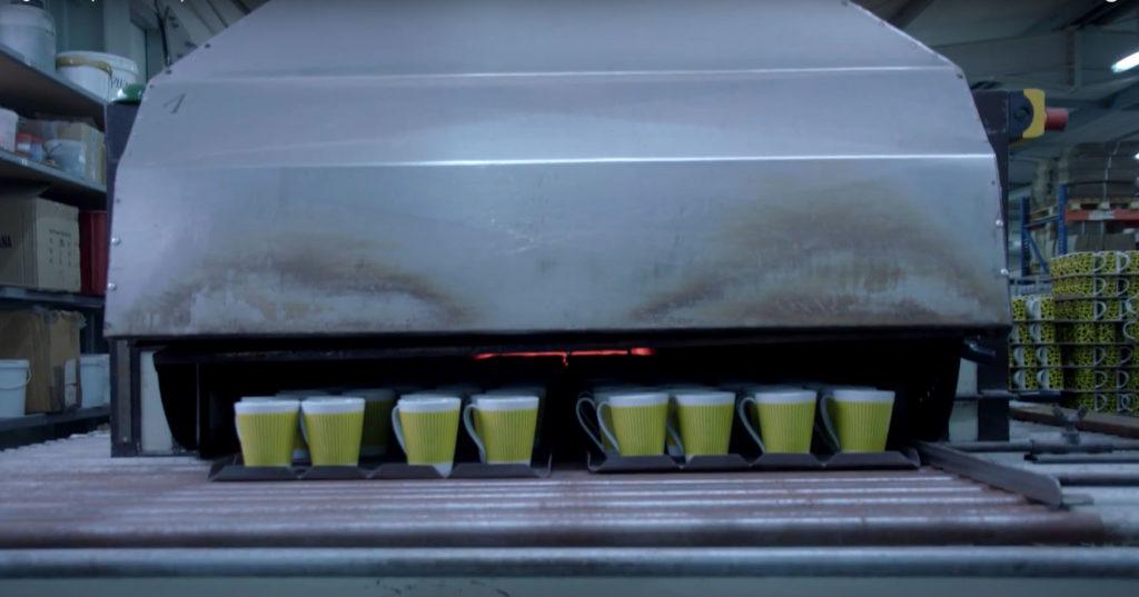 Impresión de tazas publicitarias mediante transfer cerámico
