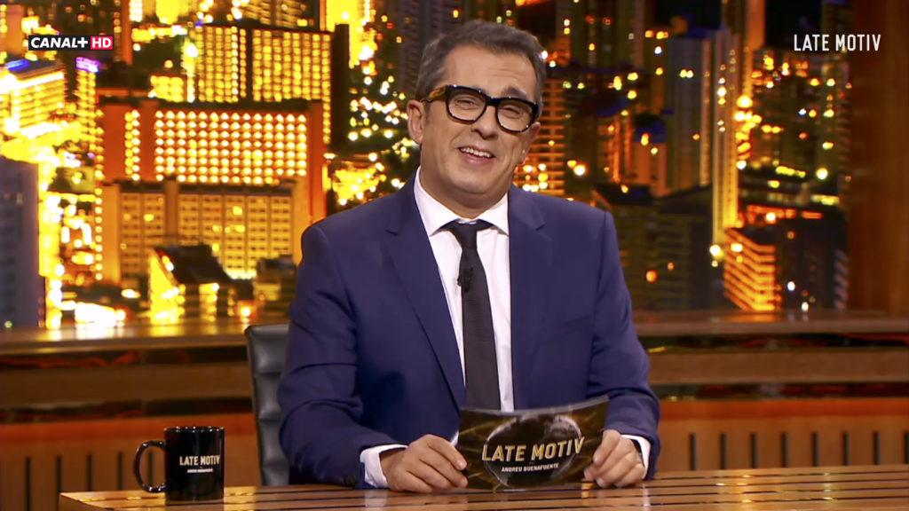 Andreu Buenafuente con sus tazas personalizadas en late shows
