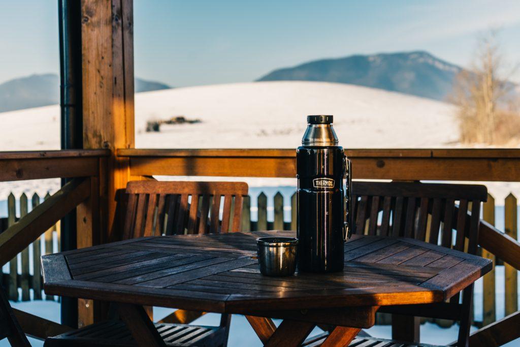 Las bajas temperaturas hacen que apetezca una bebida caliente en termo o taza