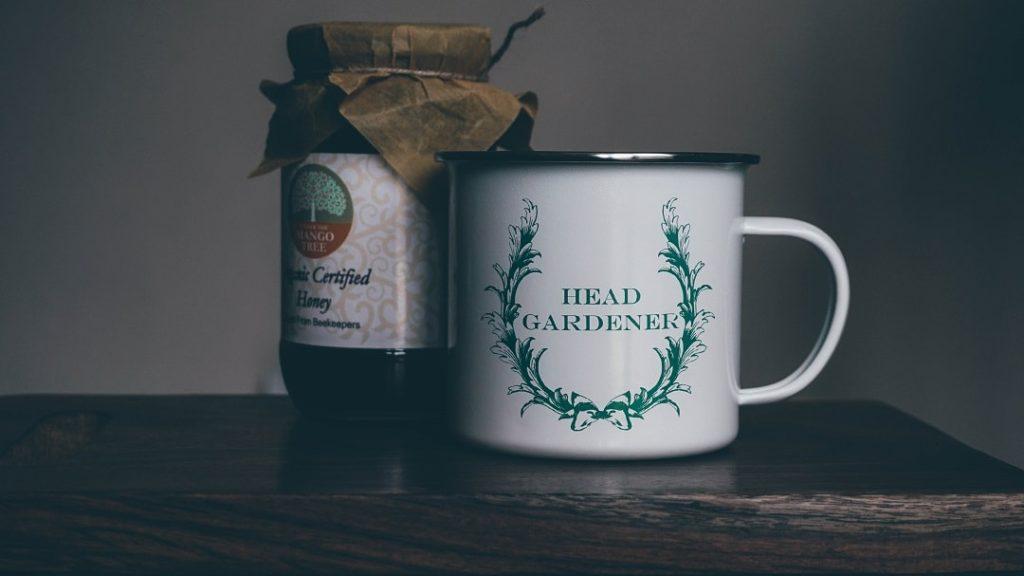 taza vintage con logo
