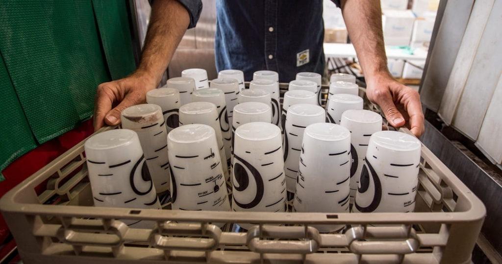 Vasos reutilizables con logo